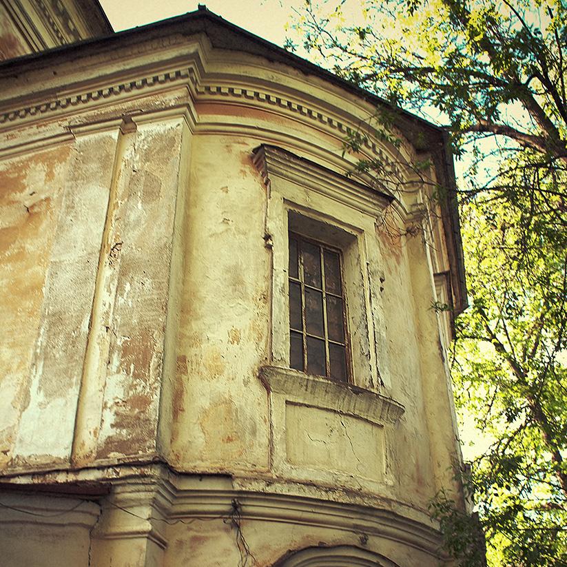 Окна Власьевской церкви
