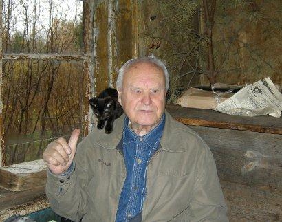 В. Ф. Ладейщиков и одна из 11-ти кошек Сергея Потехина