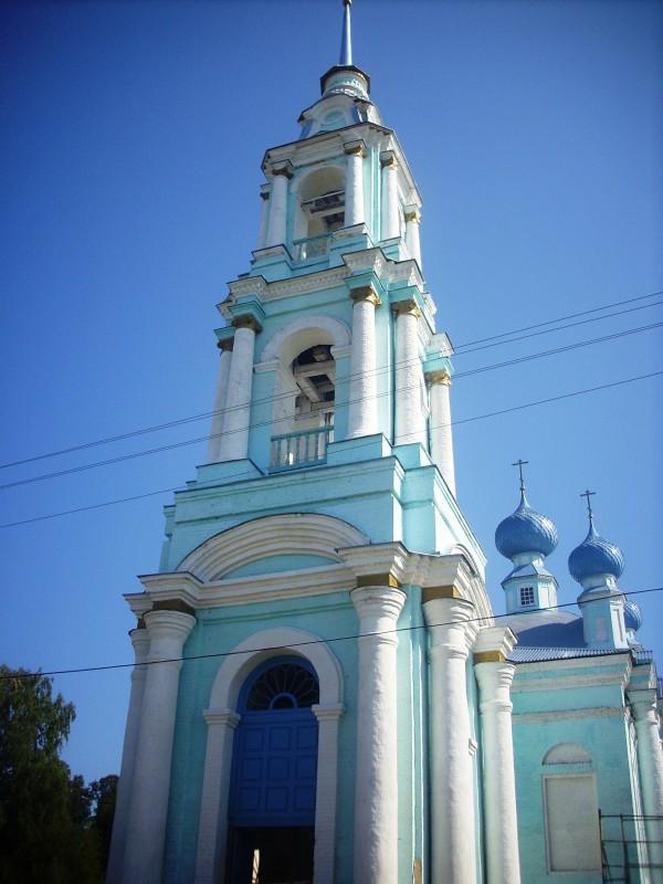 Востановленная 3 -х этажная колокольня храма села Введенское, сентября 2012 года. фото Михаила Шейко