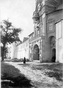 Макарьевский Желтоводский монастырь. Святые ворота 1902.