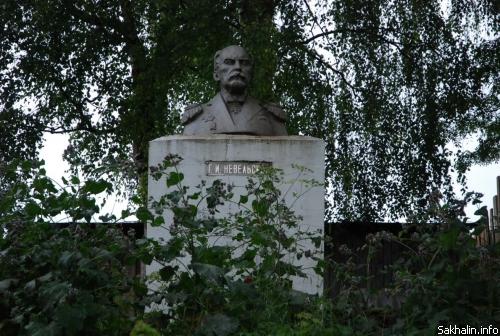 Памятник Г.И.Невельскому в г.Солигаличе (ул. Вылузгина)