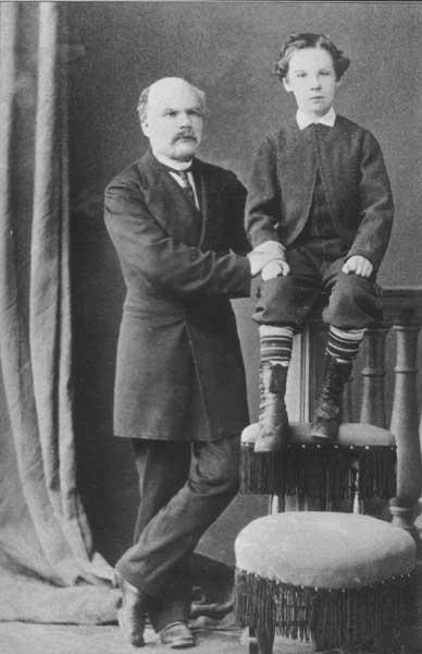 Геннaдий Иванович Невельской с сыном. Начало 1870-х годов.