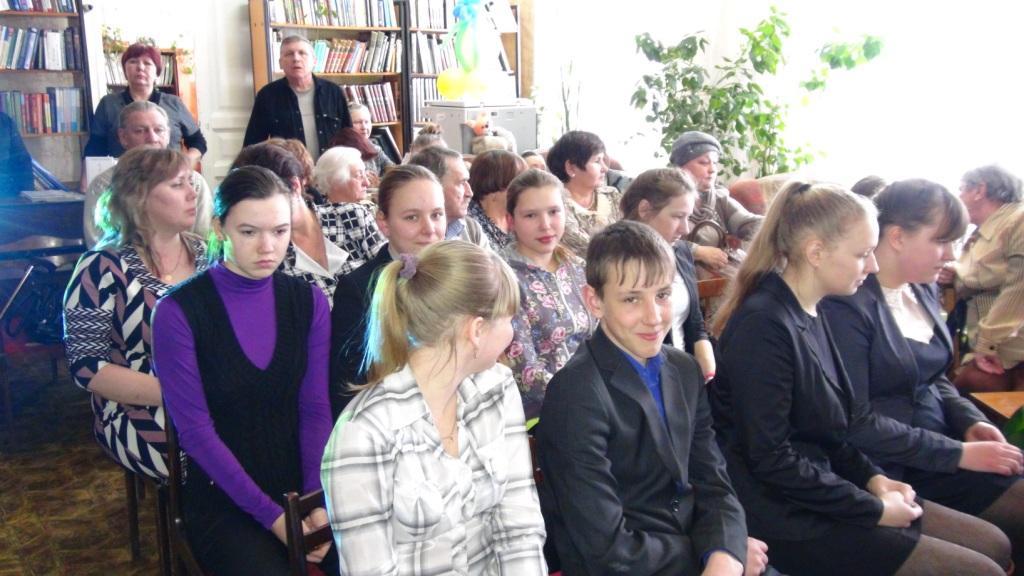 На встрече с поэтом Сергеем Потехиным в читальном зале библиотеки им. П.А. Катенина.