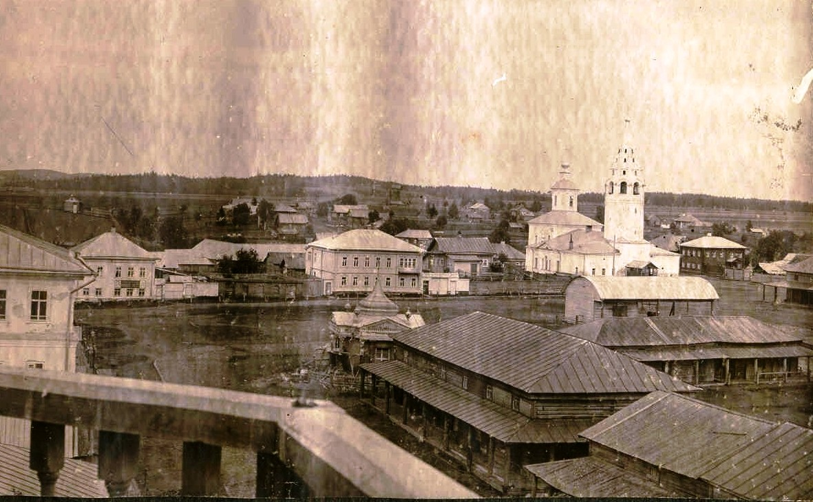 Торговая площадь и Церковь Успения Пресвятой Богородицы в городе Чухлома.фото из архива краеведческого музея.