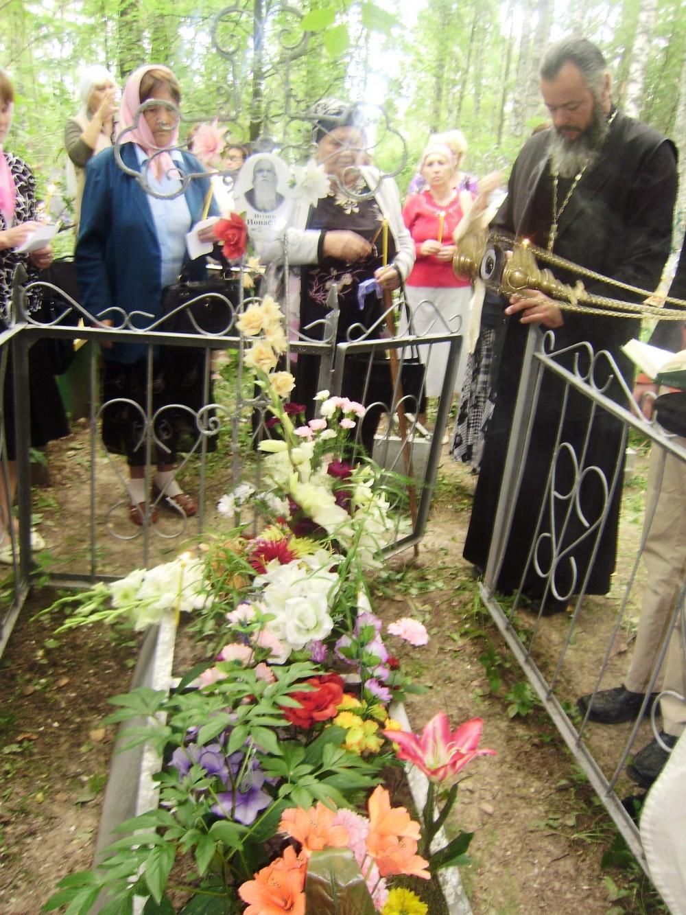Могила игумена Ионафана на кладбище г.Чухлома, 2011 год.