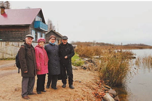 На берегу Чухломского озера (справа налево: Е. Лермонтов, Т. Байкова, Н. Лермонтова, Ю. Попов). Фото: автора.