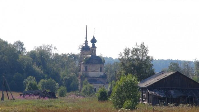 Дорога в Осташово. Храм Ильи Пророка в Ильинском 2 августа 2014 года. фото Михаила Шейко