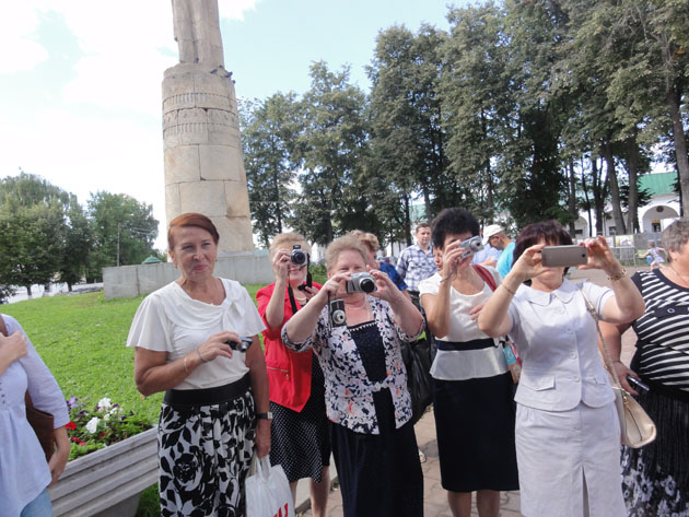 У памятника Сусанину