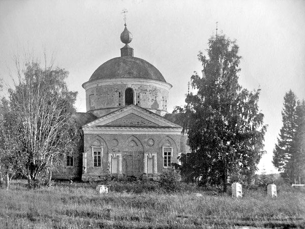 Воскресенский храм села Валуево.