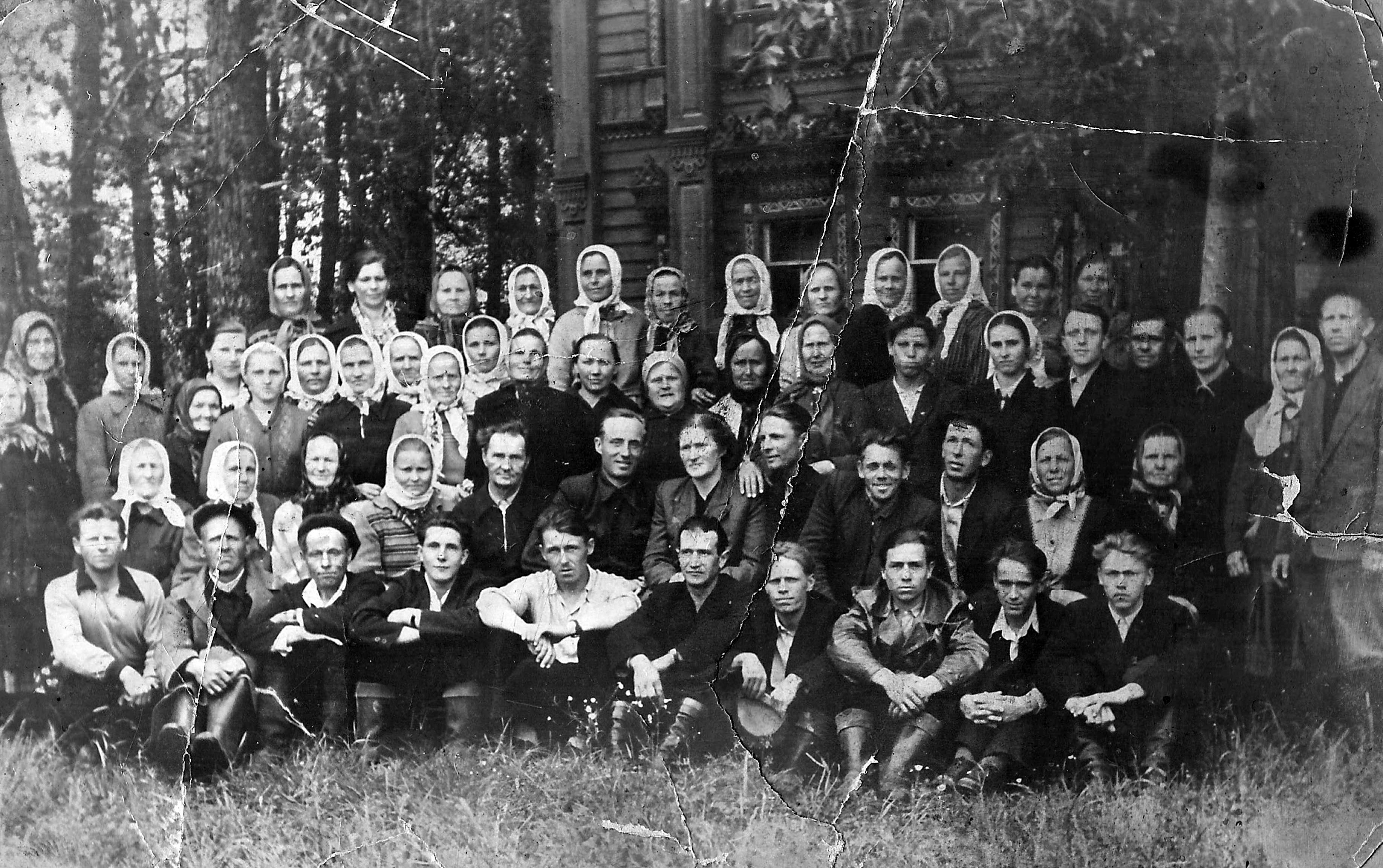 Колхозники колхоза им.Жданова. Фото их архива Петровской библиотеки.