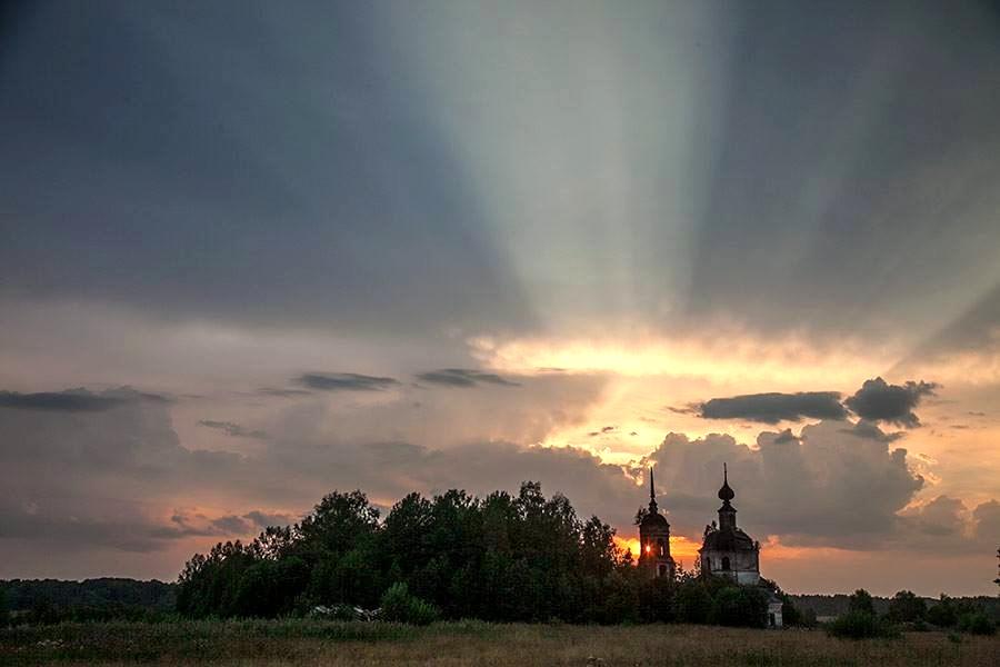 """Закат над храмом Ильии Пророка. фото группы """"Асташово"""""""