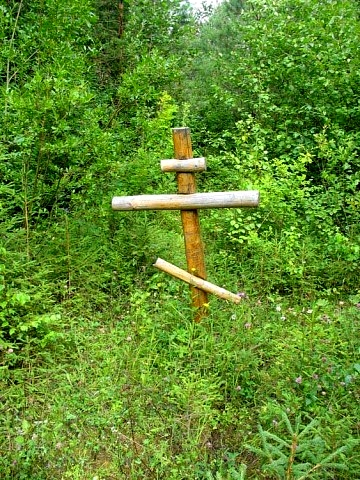 Крест поставленный местными жителями на месте Преображенского храма.