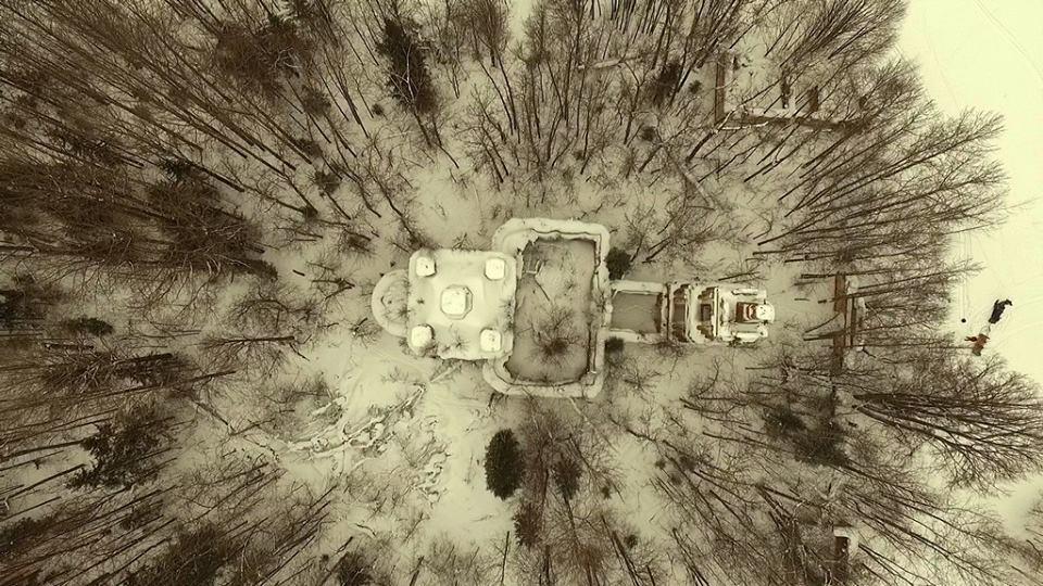 """Ризоположенская церковь с. Озерки с высоты птичьего полета. фото группы """"Асташово"""", 7 марта 2016 года."""