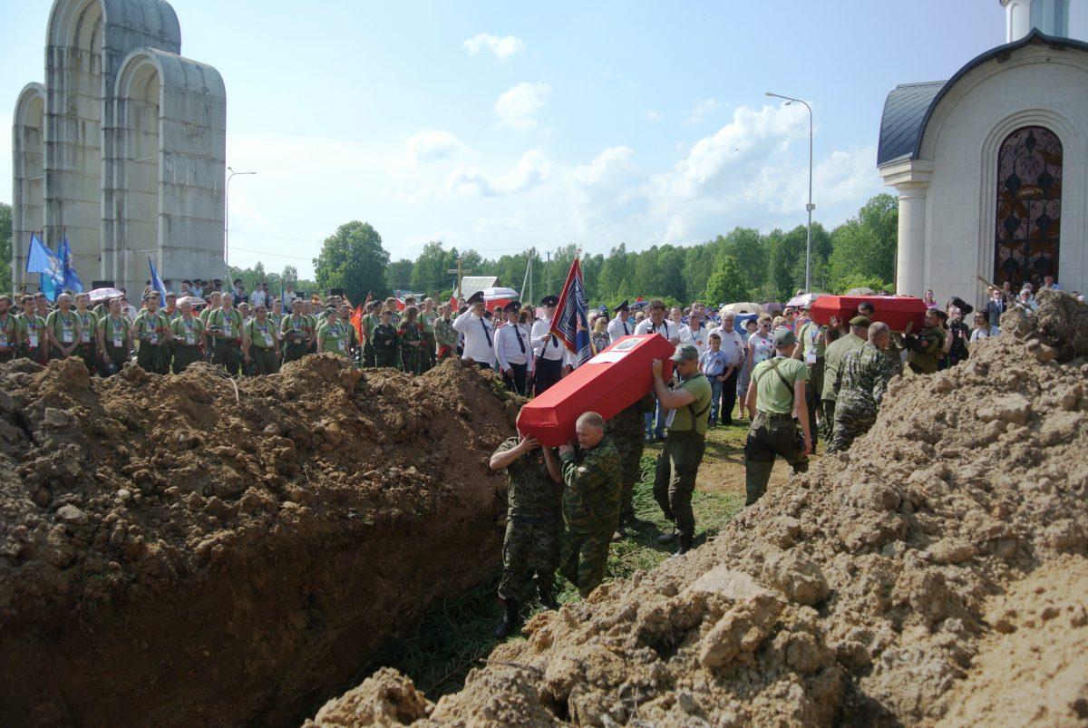 Захоронение погибщих бойцов. фото Назаренковой Т.Н.