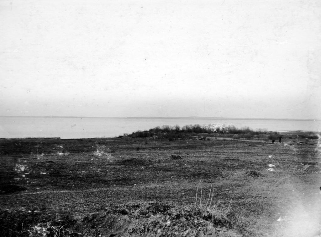 Песчаный мыс, где находился монастырь- место заточения Великой Княгини Софии Витовтоны и МОСКОВСКОГО Митрополита Пимена.  Фото 1913 года.