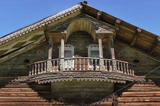 Балкон дома в Долматово, Вельский р-он.